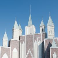 青空にそびえたつ大聖堂。遠くからでも目立つ大聖堂はゲストの目印にも。