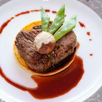 最高の時間に相応しい華やかな料理を最高のタイミングで・・・