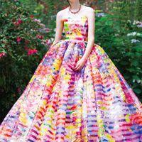 ボーダーオーガンジーにプリントを施した、写真家・映画監督の蜷川実花ディレクションのドレス。 オーガンの透け感とボリュームのあるスカートがインパクトを与える一着★