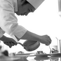 名だたる名店で研鑽を積んだ料理人が一皿ひと皿丹精をこめ作りあげる至上の料理