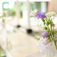 バージンロードの装花はおふたりのイメージに合わせて