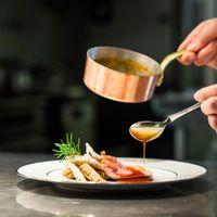 シェフが目の前でお料理を仕上げていくので、出来立てのお料理が楽しめます
