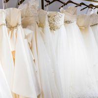 花嫁の憧れ、ウェディングドレスはトレンドラインを品揃え