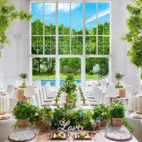 まばゆい陽光が大きな窓から降り注ぐ開放的なパーティ会場