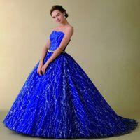 ブルーのドレスも華やかに煌めくデザインで・・・