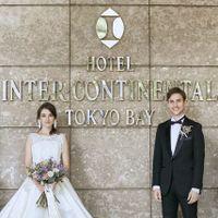 エントランス前のホテルロゴが入っている、フォトスポットは前撮りでも定番の人気。