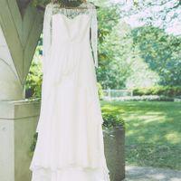 繊細なドレスもガーデンウエディングには大人気