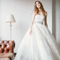 透き通るようなナチュラルなウエディングドレスも人気