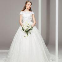 上質かつシンプルなウエディングドレス