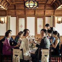 大人数でもテーブルレイアウトを工夫すると、会話も弾むパーティに!とびきり美味しいお料理とゲストの笑顔に囲まれて。居心地のよいモダンスタイリッシュデザインの『かぐわ』。
