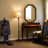 新郎にも個室をご用意。書斎をイメージした落ち着いた雰囲気。