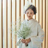 伝統的な和の結婚式にふさわしい和装もご用意。白無垢姿の花嫁に、彼が惚れ直してしまうかも。和装はゲストにも人気。特別な姿をゲストに見届けてもらおう!