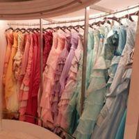 ウェディングドレスからカラードレス、和装まで豊富な種類が揃うドレスショップ♪憧れのドレスを探して♪
