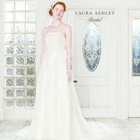 「LAURA ASHLEY(ローラアシュレイ)」 のドレスも追加!