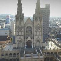 町の中心地に聳える【大聖堂チャペル】 空撮ドローンの撮影が人気映像♪