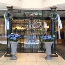 ホテル入り口(6月)