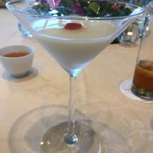 杏仁豆腐は素敵なグラスで。