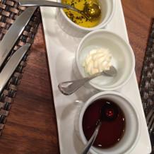 オリーブ、バター、メイプル