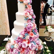 生花を使ったオリジナルケーキ