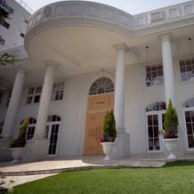 門構え雰囲気はゲストハウスらしく豪華