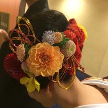 イメージ通りの生花を使った髪型でした