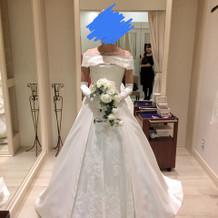 ウエディングドレスの肩つけたバージョン