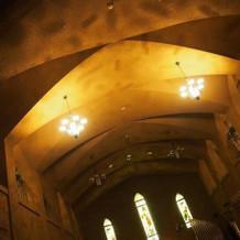 天井がとっても高く、厳かなチャペル