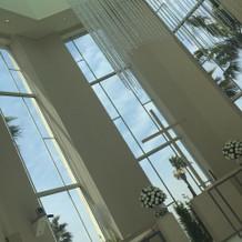 窓から見える空と海の青が綺麗です