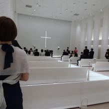 真っ白な挙式会場