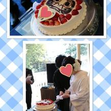 だるまのケーキに目入れをしました。