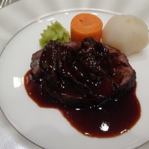 牛フィレのローストとほほ肉の煮込み