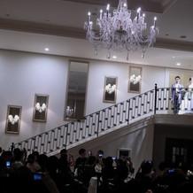 披露宴会場には大階段もあります