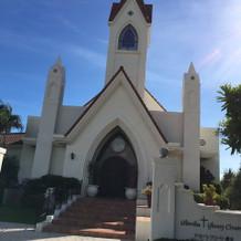 教会。この正面は駐車場。