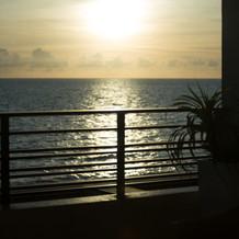 バルコニーから見える夕日