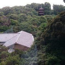 庭園の三重塔と料亭の錦水