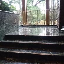 ホテルメイン階段