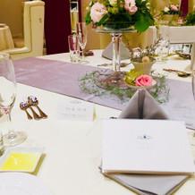 会食のテーブルスタイル