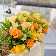 披露宴会場のメインテーブル装花