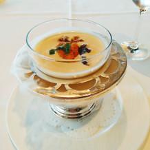ウニが乗った冷製スープ