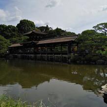 観光客も数百円払えば入園できる中庭