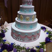 アナ雪ケーキ。裏にオラフがいます