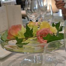 ゲストのテーブルを彩るお花