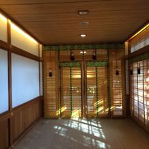 神殿内の入り口