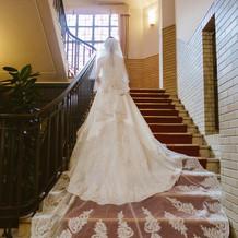 大階段で写真
