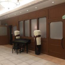 各階にピアノが