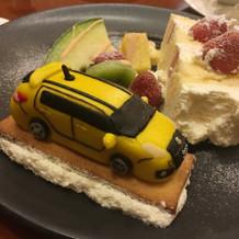 特注のウエディングケーキのマジパン