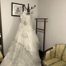 ウエディングドレスの正面
