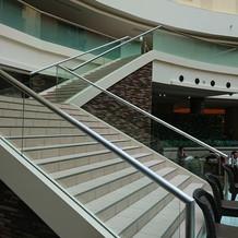 雨の場合はフロントの階段を使います