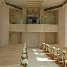 チャペルの2階にパイプオルガンと聖歌隊