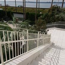 チャペルからプライベートガーデンへの階段
